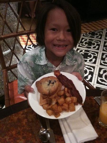 brunch buffet at la contessa, kids eat free!