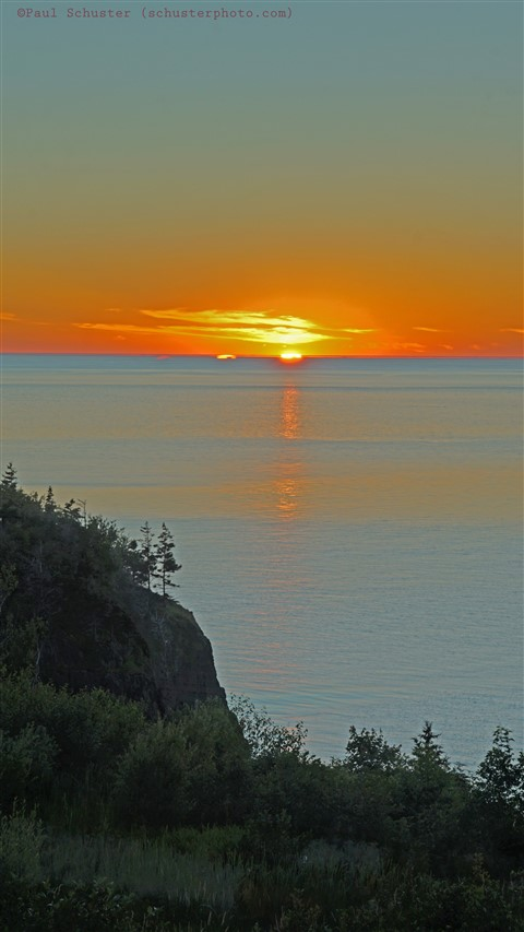 sun set on the bay of fundy cliffside digby nova scotia