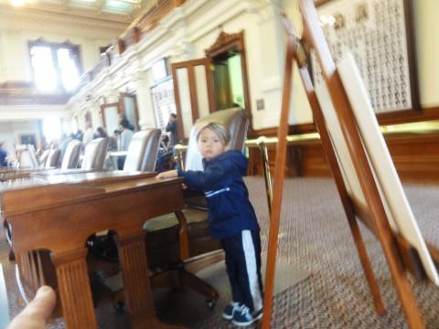 toddler invaes texas house of representatives