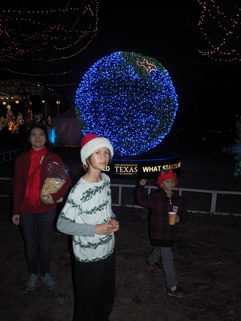 zilker trail of lights UT globe 2014