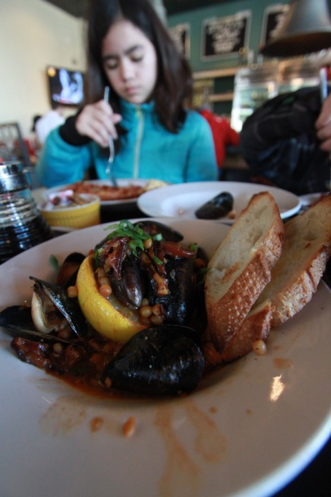 mussels at 24 diner austin