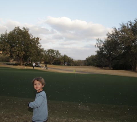 toddler runs wild on austin coutnry club golf course