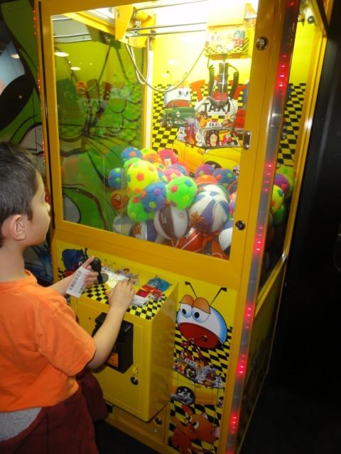 the claw machine at gatti town south austin