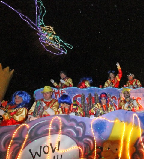 bead throws at gemini mardi gras