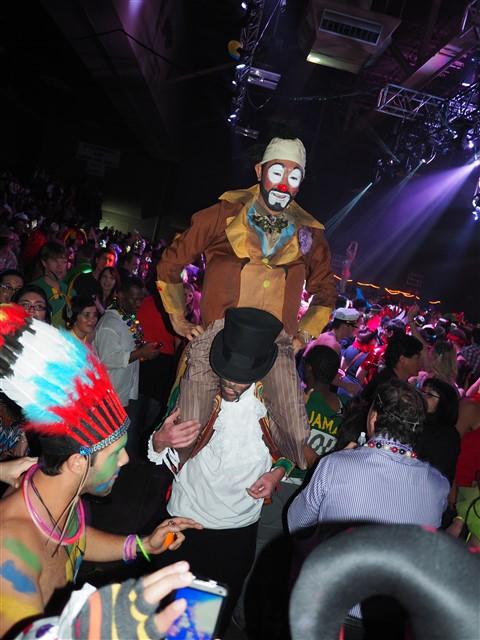 clown on clown action carnaval brasileiro 2015