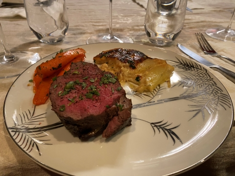 beef tenderloin filet burgundy wine dinner