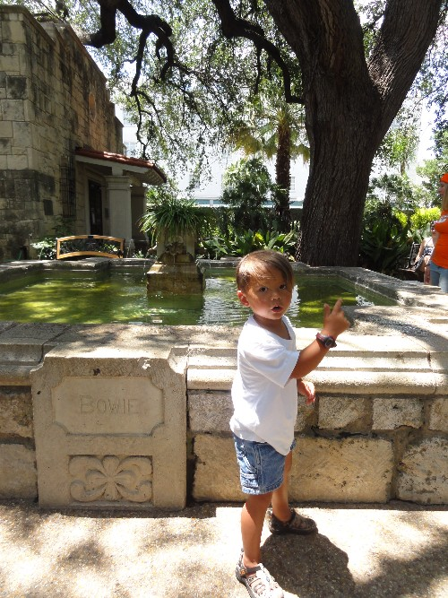 bowie fountain at the alamo