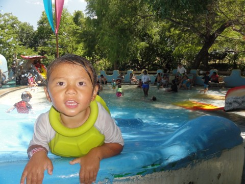 kiddie pool at schlitterbahn