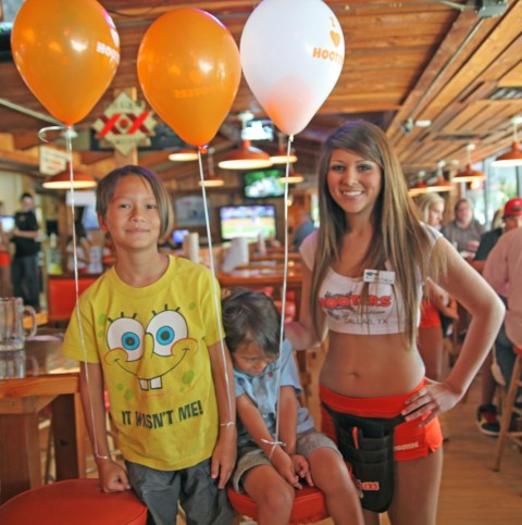 hooters addison texas with kids