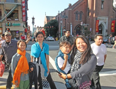 san francisco chinatown photo-bomb