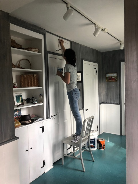 resident artist draws back cat hardwick vermont vt rochester house