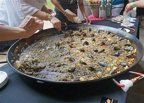 blanton b scene barlata paella