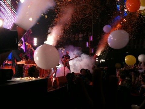 flaming lips confetti and balloons