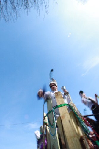 king matthew linn throwing the beads