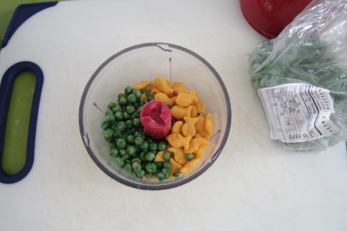 goldfish and dried pea