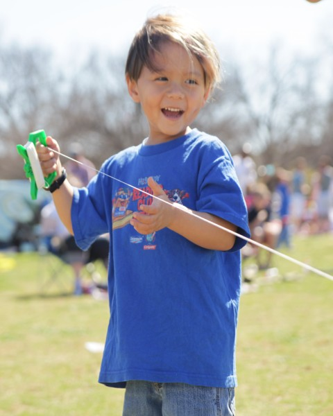 heb shirt kite flying boy austin zilker park