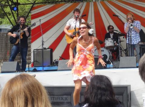 happy dancing hippy lady sxsw dan mangan 2012 austin