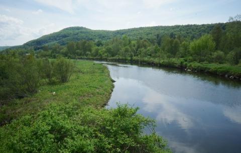 lamoille river hardwick vermont from lvrt bike trail