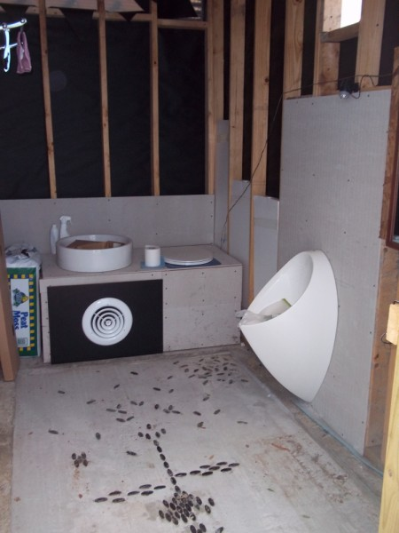 off-grid bathroom composting toilet and waterless urinal