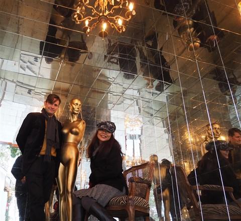 golden manequin love scene