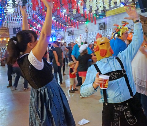 chicken dancing the chicken dance wurst fest