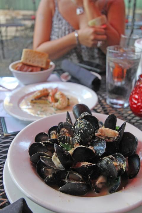 botticelli's austin beer garden happy hour PEI mussels $5