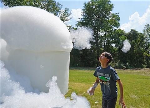 strange pilgrims laguna gloria bubbles